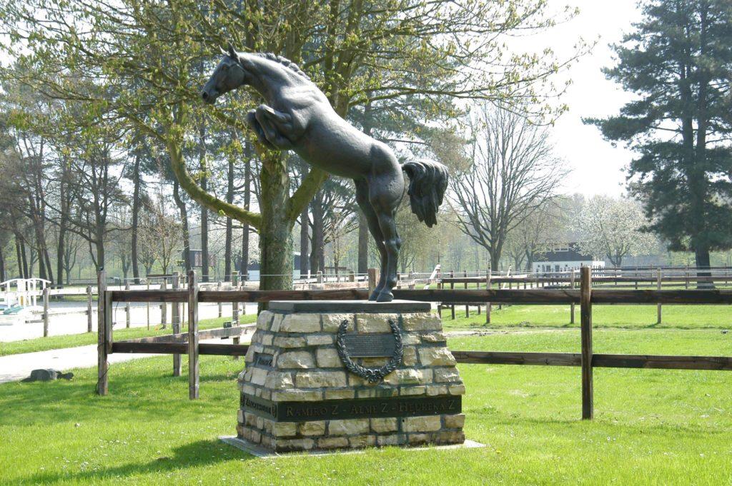 Statue von Ratina Z, dem erfolgreichsten Springpferd des Jahrhunderts